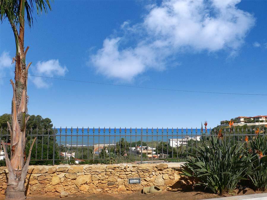 Het uitzicht op zee vanaf vakantiewoning Villa Donnola in het kustplaastsje Balestrate