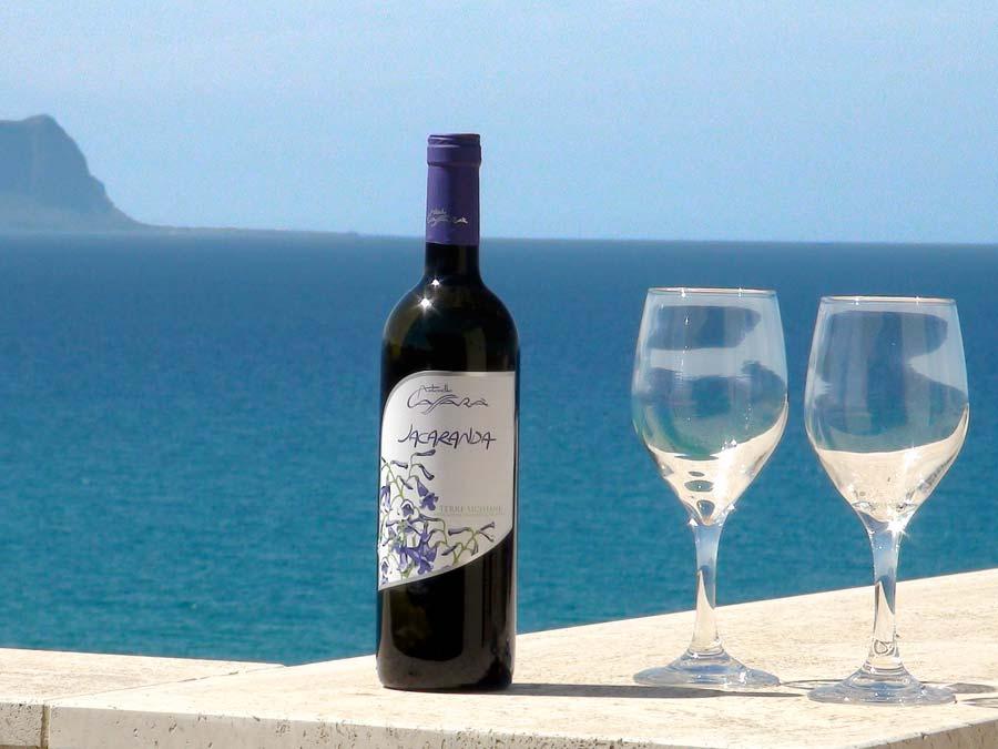 Op het terras van Appartamento Fasolaro in het kustplaatsje Balestrate op Sicilië