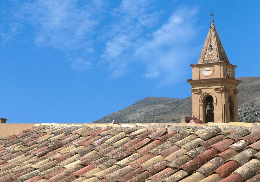 De kerktoren van Montelepre