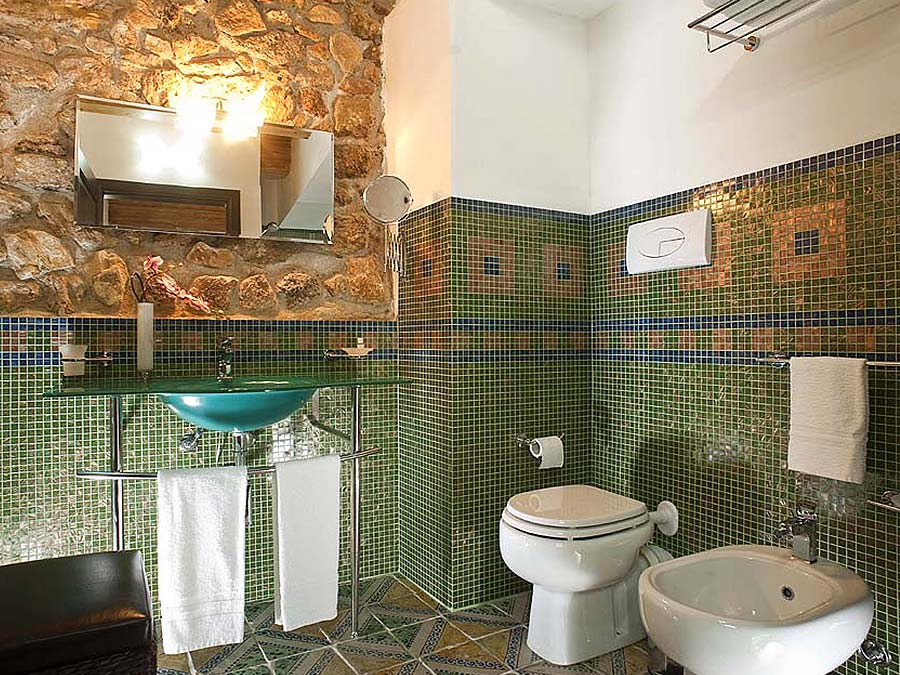 One of the bathrooms in Appartamento Cerasuola