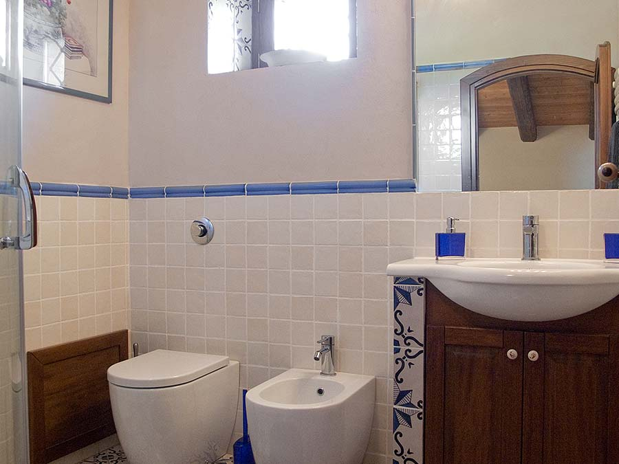 One of the two bathrooms of Casa del Monsù