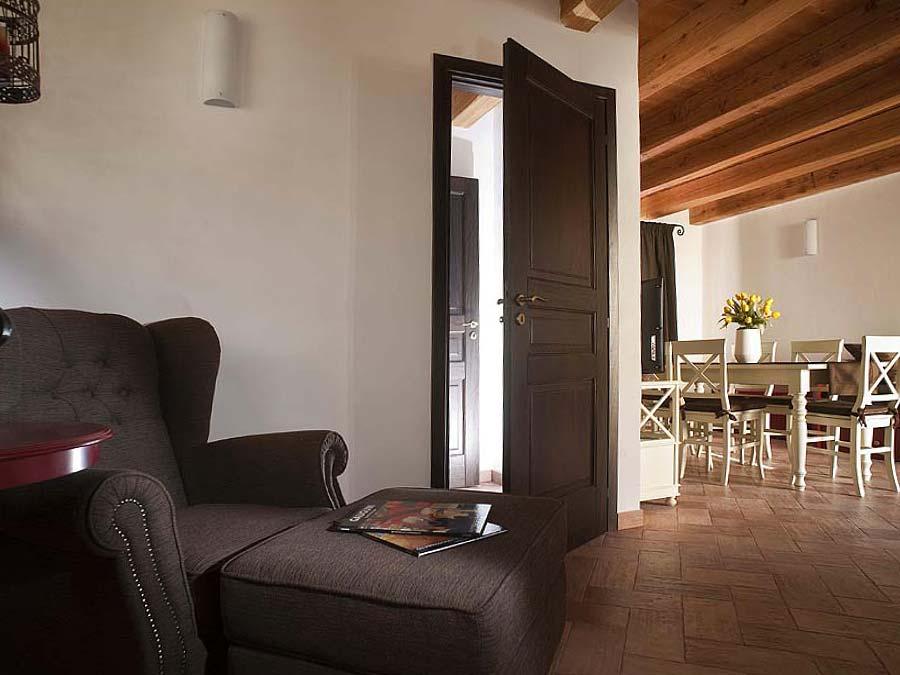 De fauteuil in de woonkamer van Appartamento Moresca