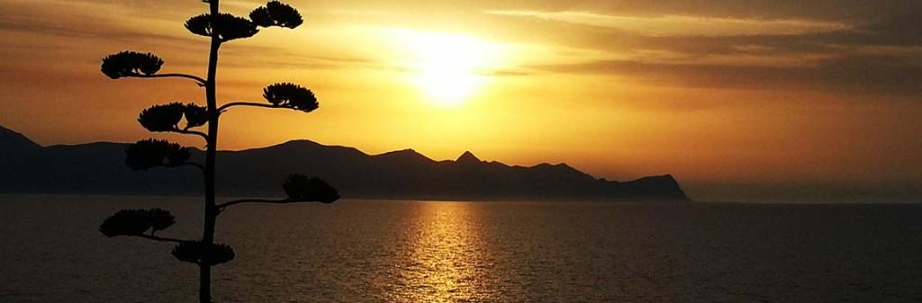 Een zonsondergang boven de Golfo di Castellammare