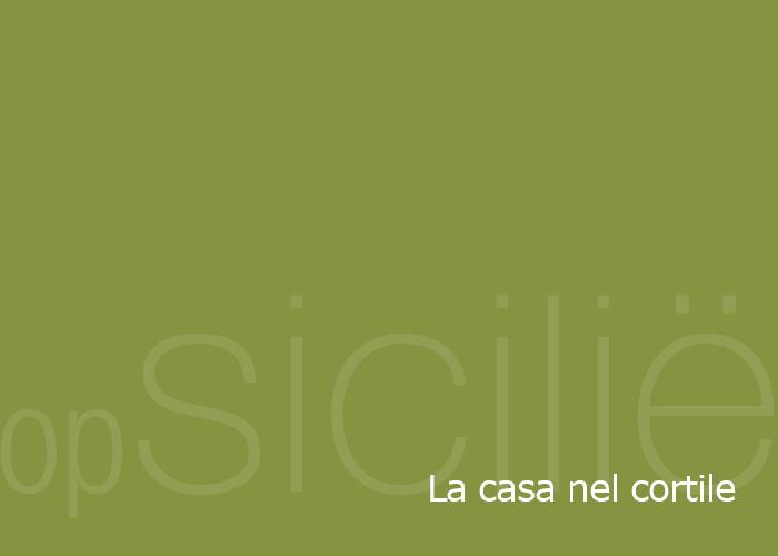 opSicilie - La casa nel cortile in het Siciliaanse kustplaatsje Balestrate
