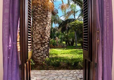 De deur naar de tuin van Casa Giudeo