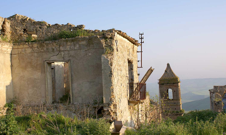 Een torentje van een van de kerken in Poggioreale