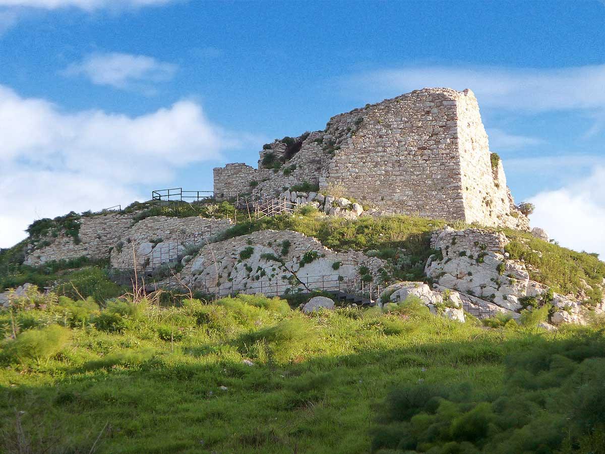 The ruins of the castle of Calatrasi in Roccamena (April 2013)