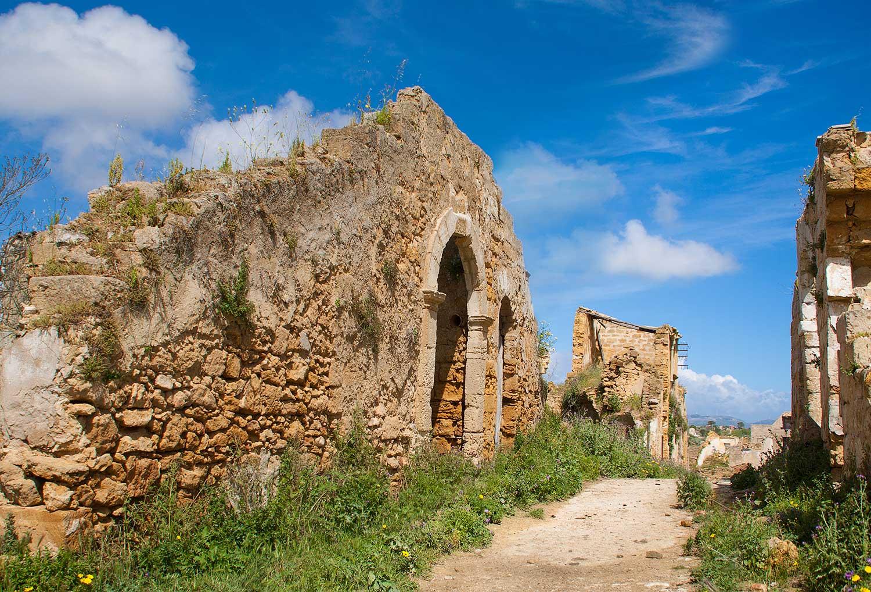 Aan de westkant van het dorp