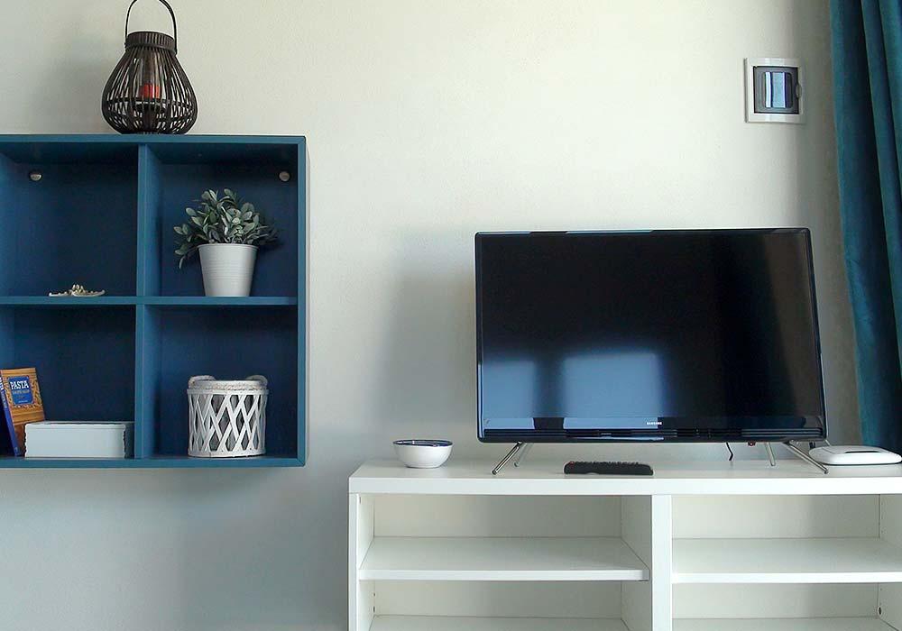 De TV in de woonkamer van Appartamento Chistu