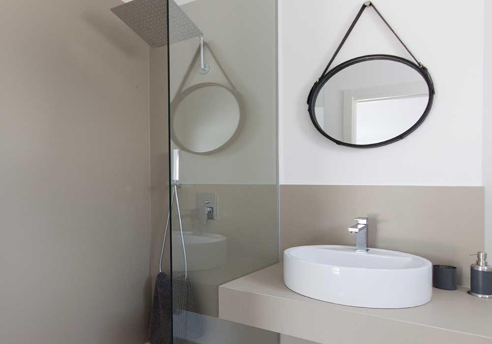 De badkamer in de dependence van Villa Liccumia