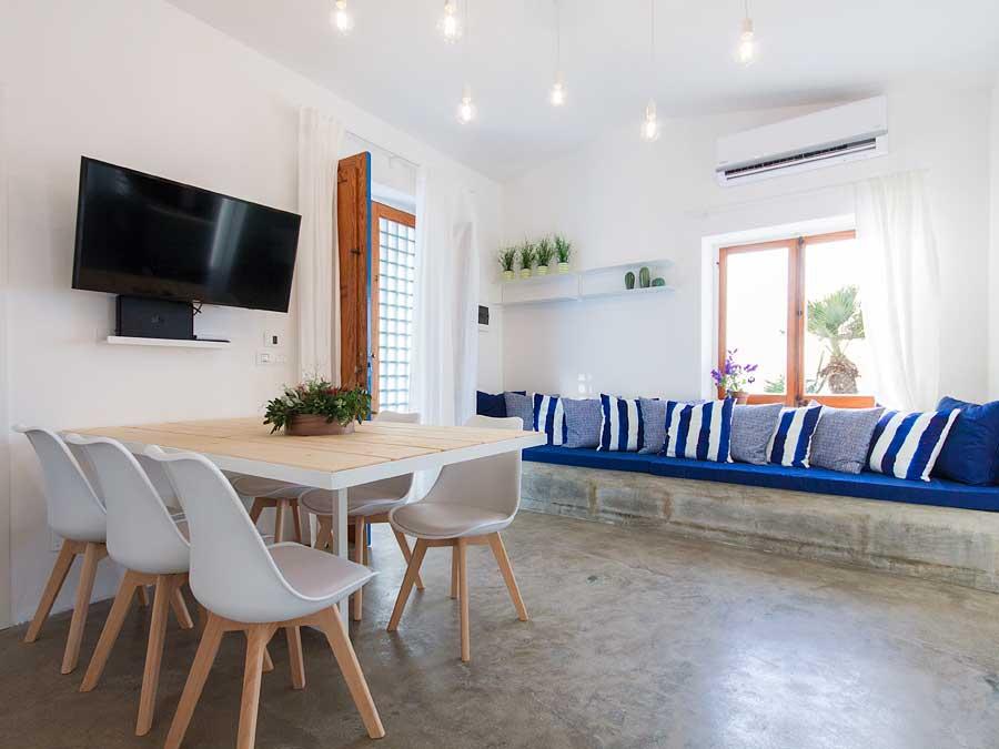 De woonkamer van Villa Aguglia