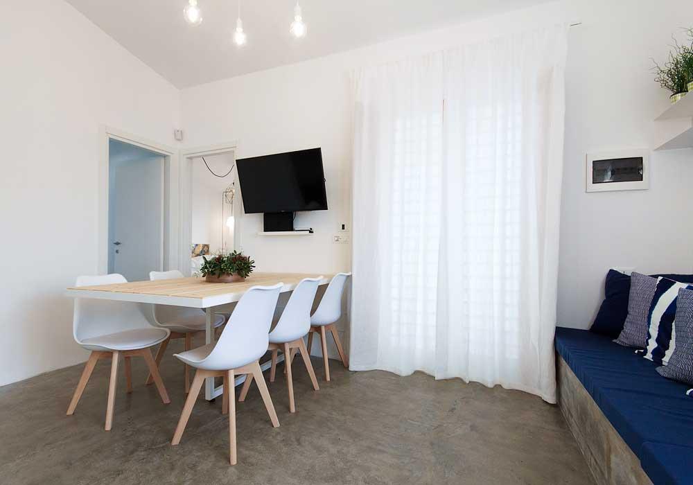 De woonkamer van Villa Menola