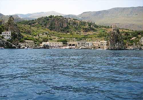 De Tonnara in Scopello gezien vanaf het water