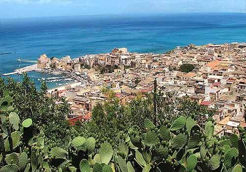 Het kustplaatsje Castellammare del Golfo