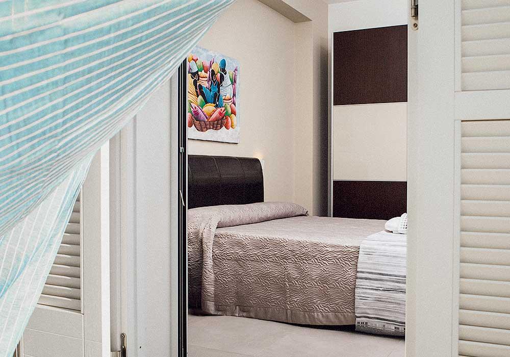Een van de slaapkamers van Villa Stidda ri mari