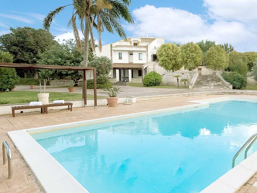 Het zwembad van Villa Occhipinti
